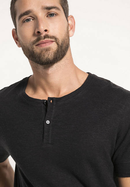 Henley-Shirt aus Hanf mit Bio-Baumwolle