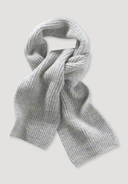 Plant-dyed scarf made of organic merino wool