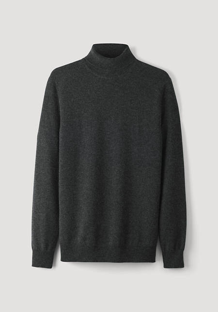 Turtleneck sweater made of virgin wool with cashmere