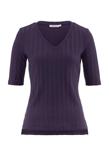 V-shirt made of organic cotton with hemp