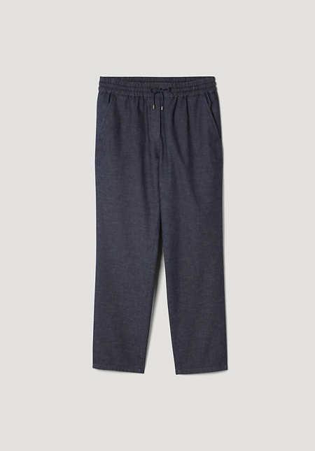 Light denim jogging pants made of organic cotton with linen
