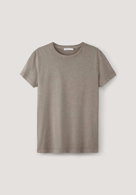 Mineral-dyed t-shirt made from pure organic cotton