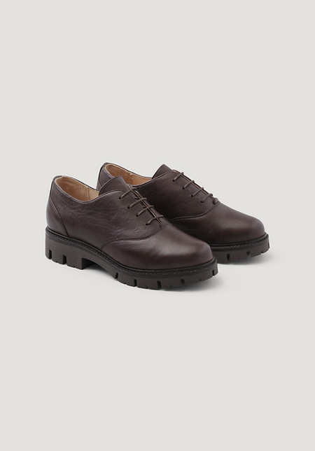 Oxford lace-up shoes