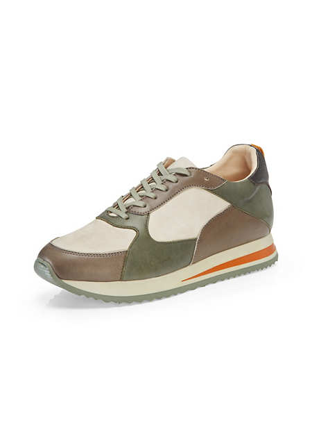 Sneakers made from chrome-free tanned leather